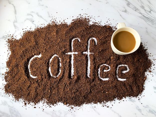 Café alphabet et tasse Photo Premium