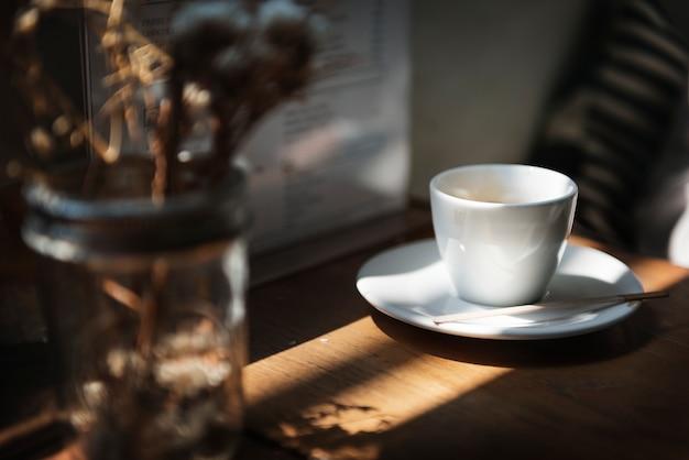 Un café branché dans la ville Photo gratuit