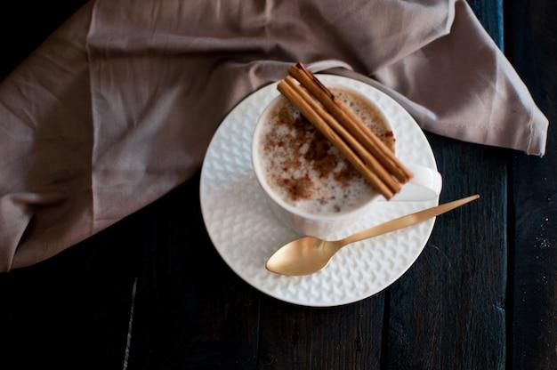 Café à la cannelle Photo Premium