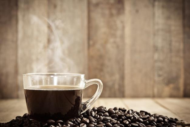 Café chaud en tasse Photo gratuit