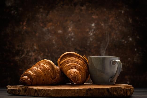 Café Avec Croissant Photo Premium