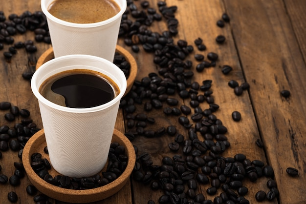 Café, dans, tasse papier, sur, bois Photo Premium