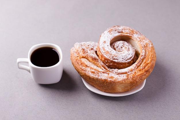 Café du matin et biscuit Photo Premium