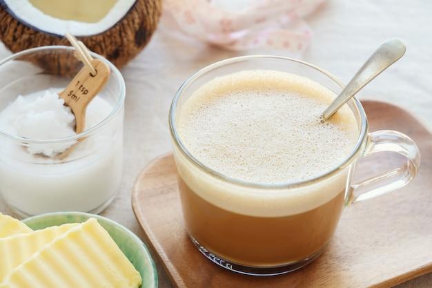 Café à l'épreuve des balles, boisson cétogène Photo Premium