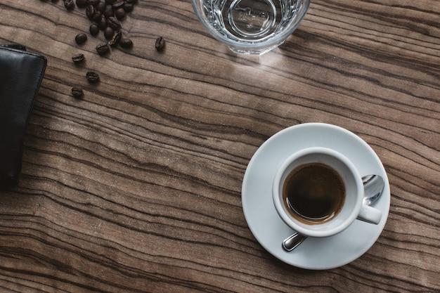 Café expresso sur antenne de table Photo gratuit