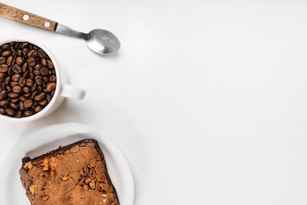Café, gâteau et cuillère Photo gratuit