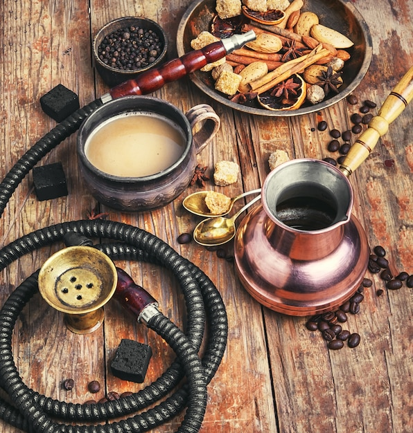Café et narguilé Photo Premium