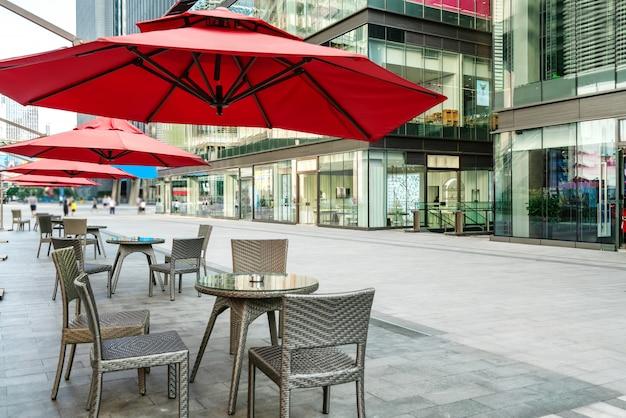 Le Café Ouvert Sur La Place Photo Premium