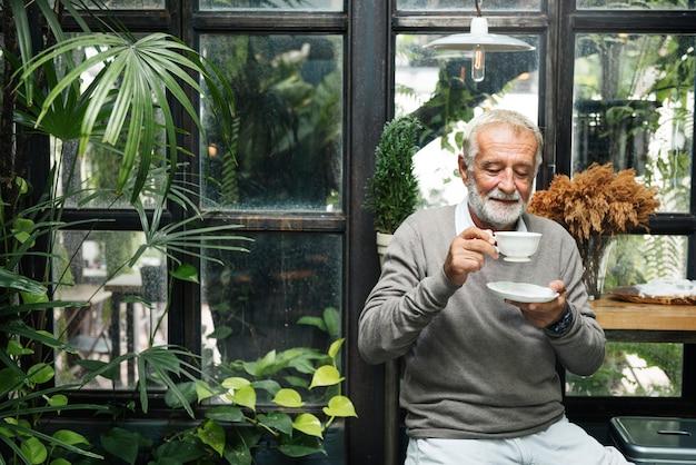 Café De Retraite Retraité Loisirs Reste Homme Concept Photo gratuit