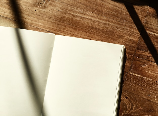 Cahier de bureau en bois Photo gratuit