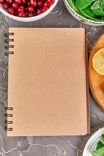 Cahier Avec Des Produits Sains Photo Premium