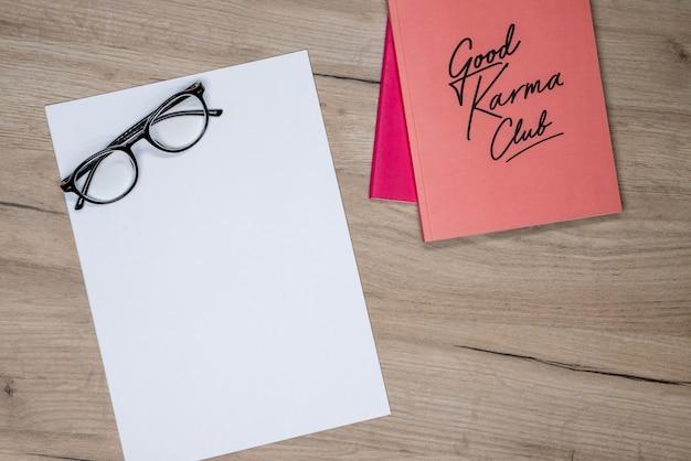 Cahier Rose, Gaz Et Papier Blanc Photo gratuit