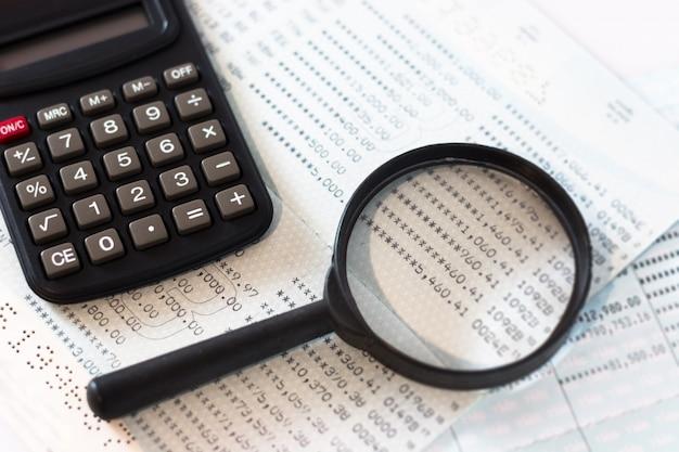 Calcul de comptabilité financière de bureau Photo Premium