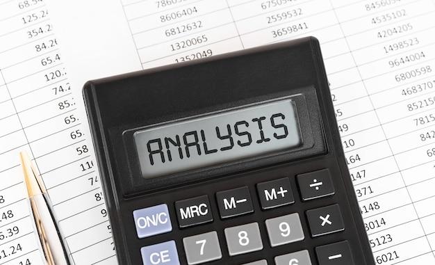 Calculatrice Avec L'analyse Des Mots à L'écran. Photo Premium