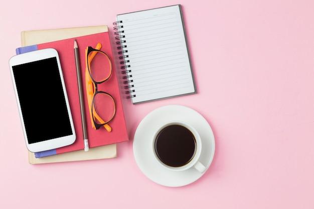 Calculatrice de téléphone portable couverture rouge et café noir Photo Premium