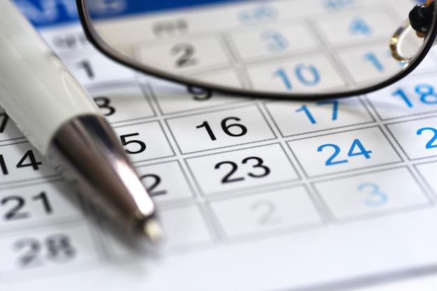 Calendrier de calendrier dans le gestionnaire de lieu de travail Photo Premium
