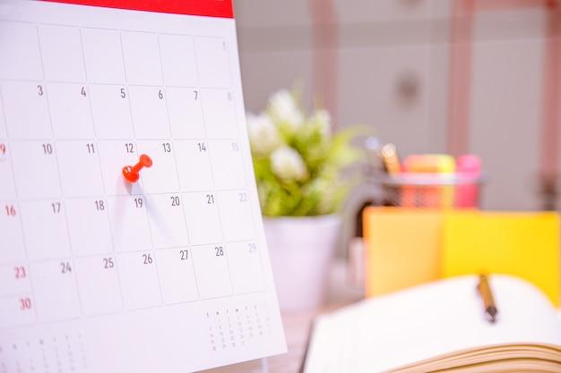 Le calendrier des événements du calendrier est occupé. Photo Premium