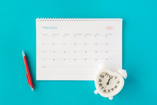 Calendrier De Planificateur Plat Laïc Avec Horloge Photo gratuit