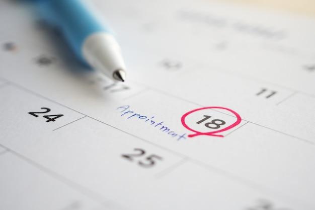 Calendrier De Rendez-vous Important écrire Sur La Date De La Page De Calendrier Blanc Close Up Photo Premium