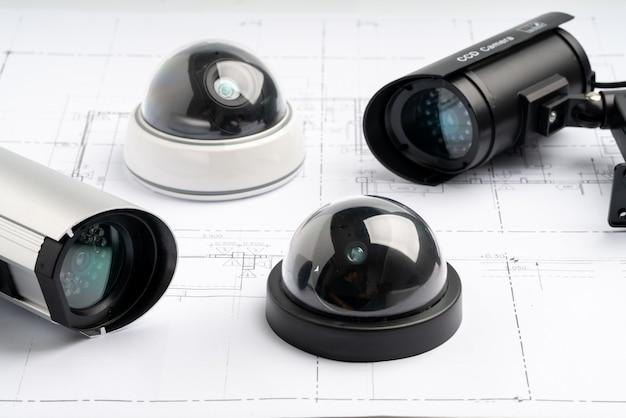 Caméra En Ligne De Sécurité Cctv Avec Plan De Maison Photo Premium