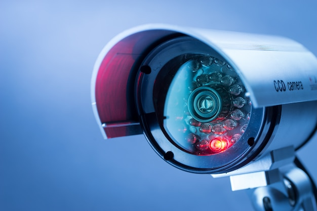 Caméra De Vidéosurveillance De Sécurité Dans L'immeuble De Bureaux Photo Premium