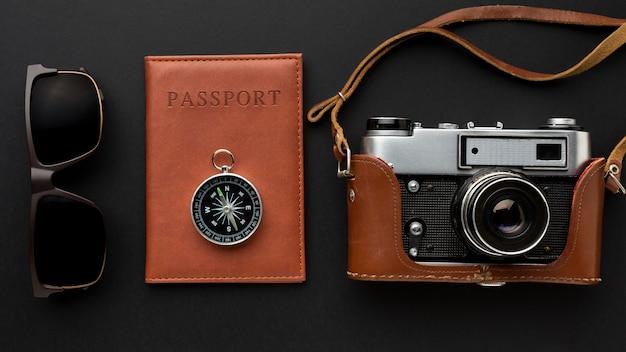 Caméra Vue De Dessus Et Arrangement De Passeport Photo gratuit