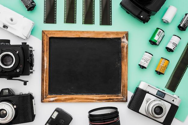 Caméras et films allongés autour du tableau Photo gratuit