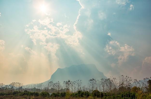 Campagne montagneuse Photo Premium