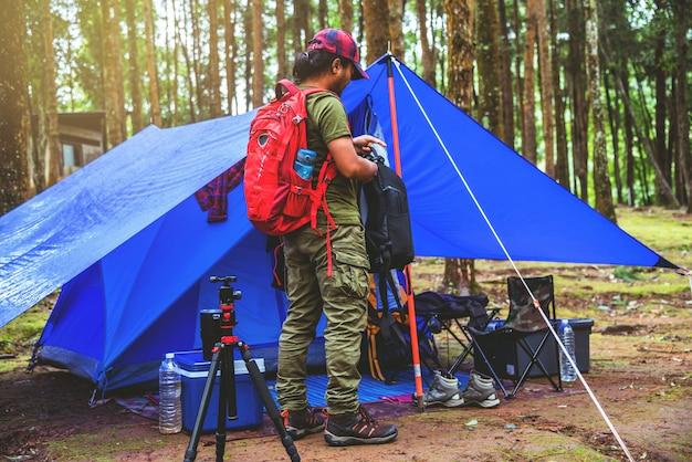 Camper sur le parc national de doi intanon en thaïlande. Photo Premium