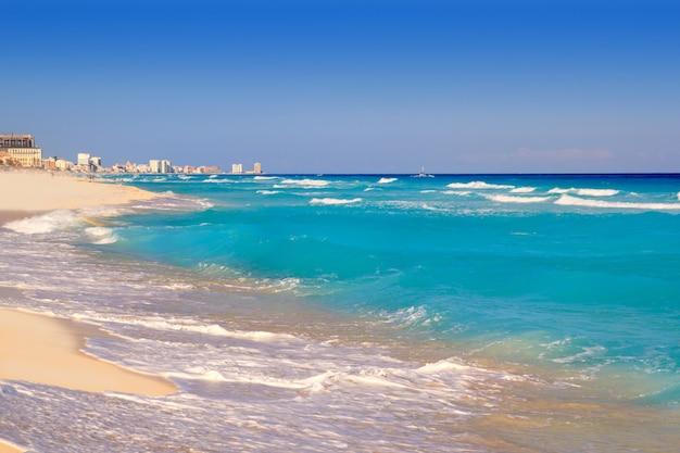 Cancun mer caraïbe plage rivage turquoise Photo Premium