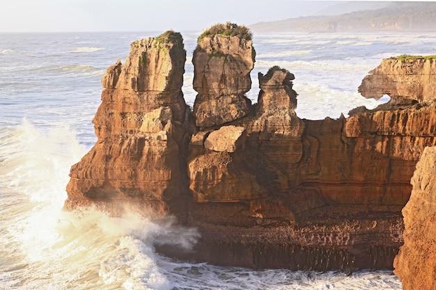 Canyon De Crêpes Sur La Côte Ouest De La Nouvelle-zélande Photo Premium