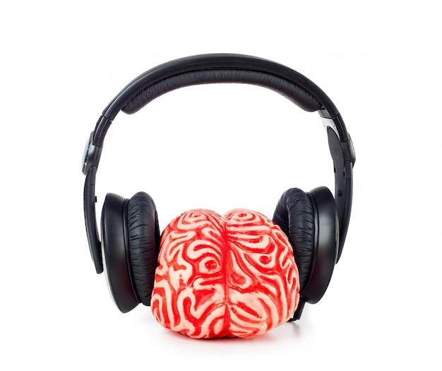 Caoutchouc cerveau humain avec des écouteurs Photo Premium