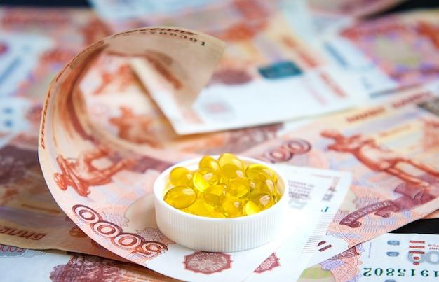 Capsules d'huile de poisson et de roubles russes Photo Premium