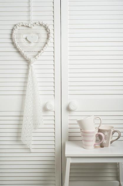 Capteur De Rêves Blanc Avec Des Tasses Photo Premium