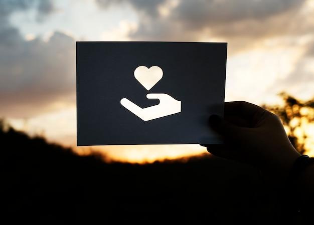 Care heart assiste à un problème de charité Photo gratuit
