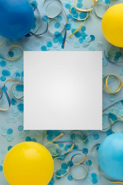 Carnaval Papier Bleu Confettis Et Ballons Copie Espace Photo gratuit