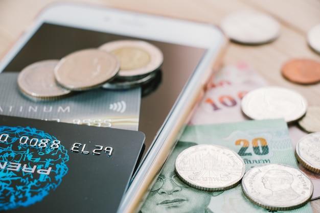 Carte de crédit / débit. la monnaie électronique à l'ère sans monnaie. Photo Premium