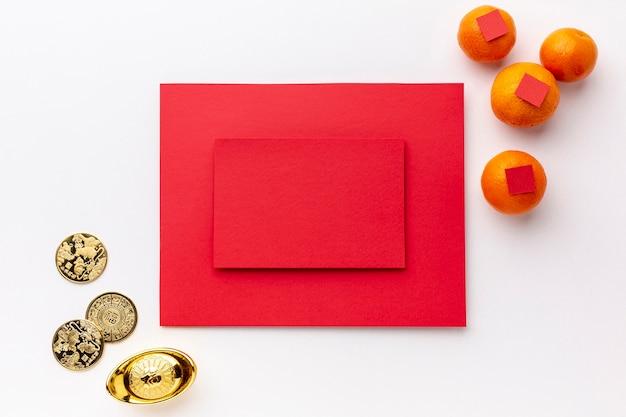 Carte maquette avec des pièces d'or nouvel an chinois Photo gratuit