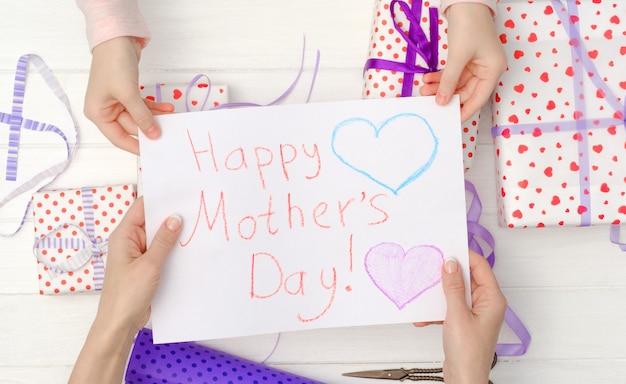 Carte postale faite à la main pour la fête des mères Photo Premium