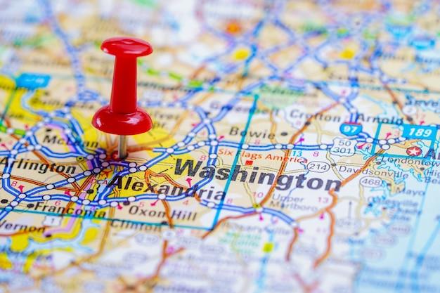 Carte routière de washington, oregon avec une punaise rouge, ville aux états-unis d'amérique. Photo Premium