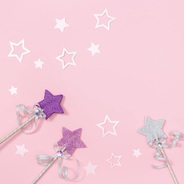Carte De Voeux D'anniversaire Pour Fille D'enfants, Rose Avec Des étoiles Pour Invitation à Une Fête. Photo Premium