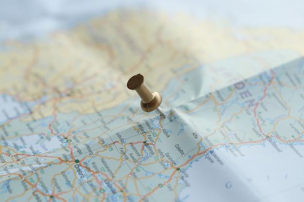 Carte De Voyage Avec épingle Dorée Photo gratuit
