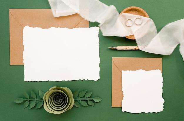 Cartes De Mariage Avec Des Ornements En Papier Floral Photo gratuit