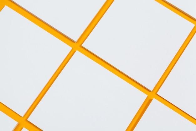 Cartes papiers sur jaune. vue de dessus, pose à plat, espace de copie Photo Premium
