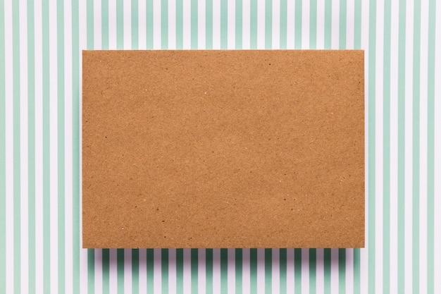 Carton Vintage Avec Fond Dépouillé Photo gratuit