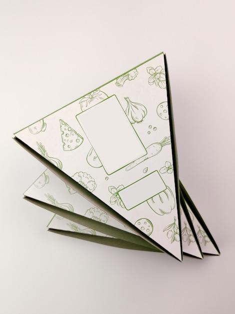 Cartons De Pizza De Forme Triangulaire Sur Fond Blanc. Photo Premium