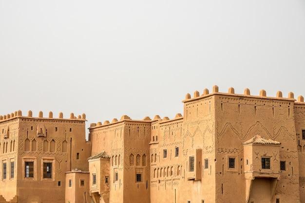 Casbah Historique De Taourirt Ouarzazate Au Maroc Avec Un Blanc Photo gratuit