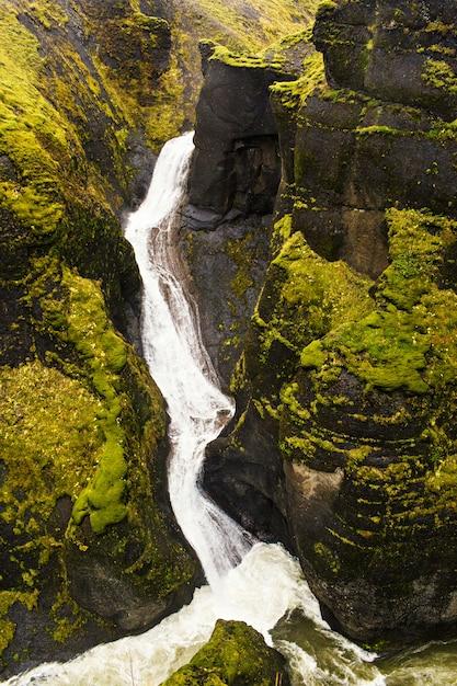 Cascade et rivière Photo gratuit