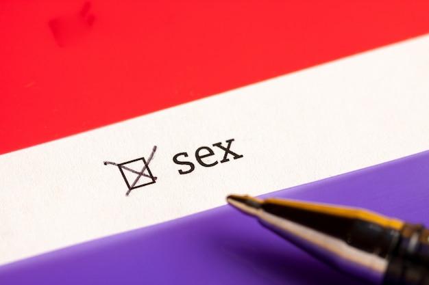 Case à cocher avec mot sexe. notion de questionnaire. Photo Premium