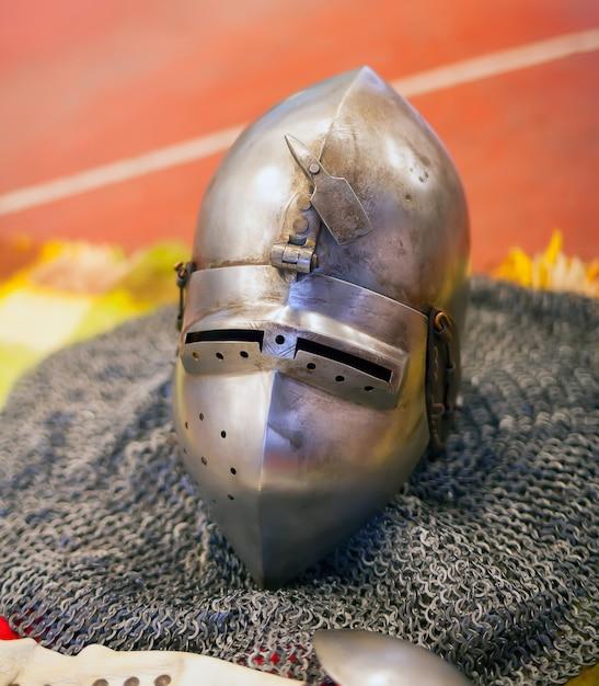Casque d'armure des anciens chevaliers Photo Premium